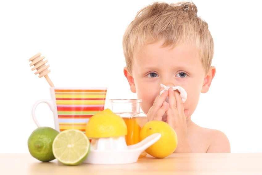 Ребенок и лимоны