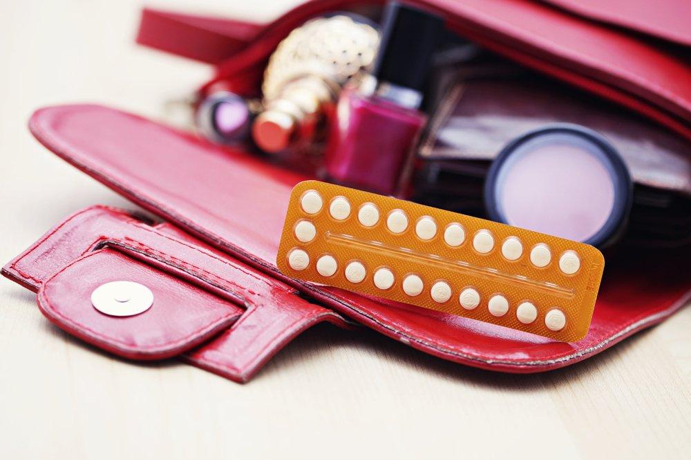 Противозачаточные таблетки в косметичке