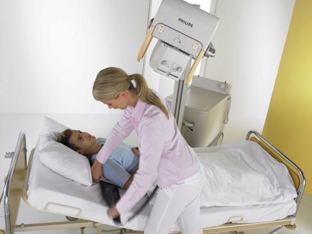 Мужчина на рентгенодиагностике