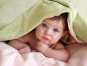 Малыш под полотенцем