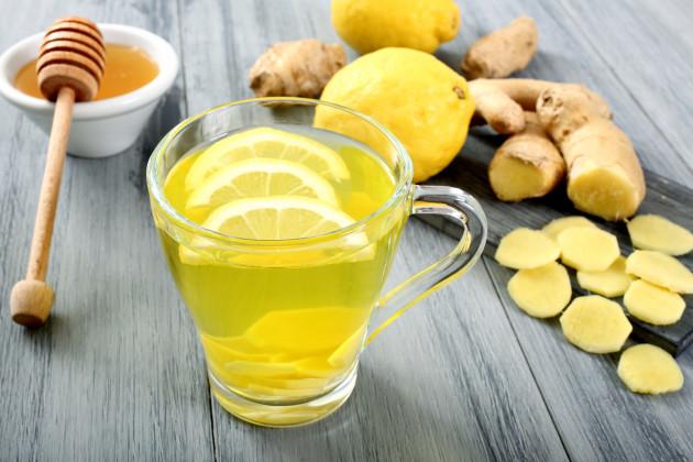 Жёлтый египетский чай, мёд, лимон и имбирь