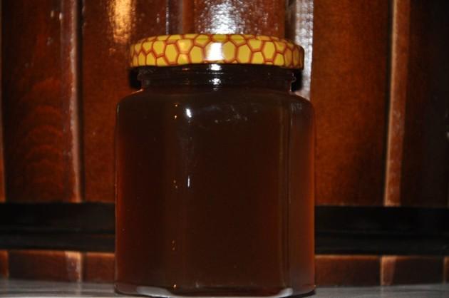 Каштановый мёд в банке