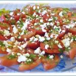 Закуска из помидоров с творожным сыром и листками хмеля