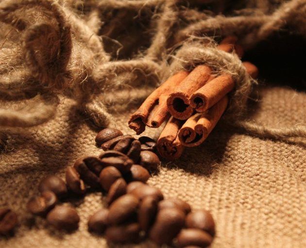 Корица в палочках и кофейные зёрна