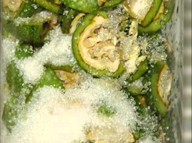 Зелёные грецкие орехи с сахаром