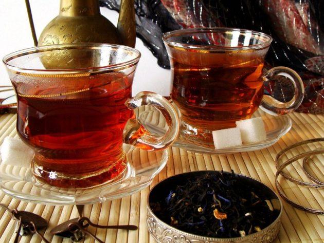 Чашки с чёрным чаем