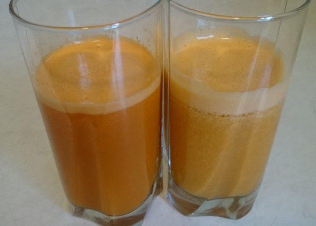 Два стакана с морковно-картофельным соком