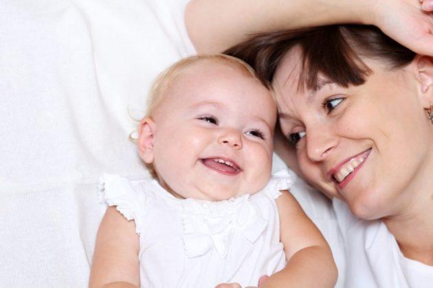 Женщина с младенцем