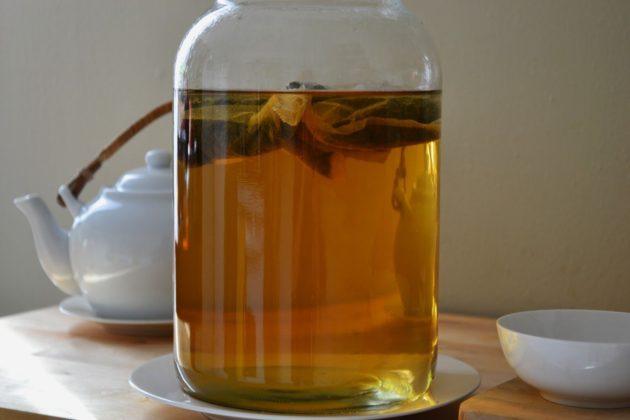 Настой чайного гриба на травах