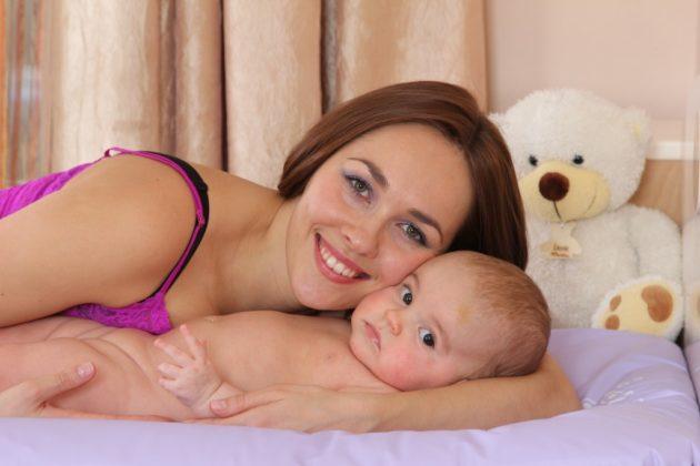 Мама с грудным ребёнком