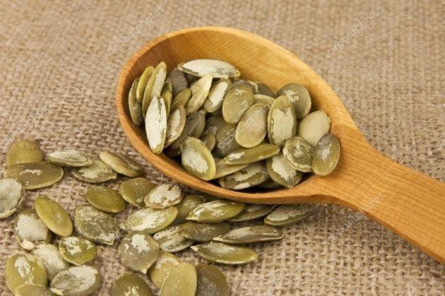 Семена тыквы в ложке