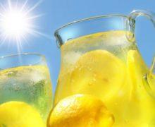 Вода с лимоном и солнце