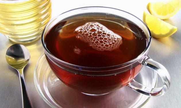 Чай в прозрачной чашке