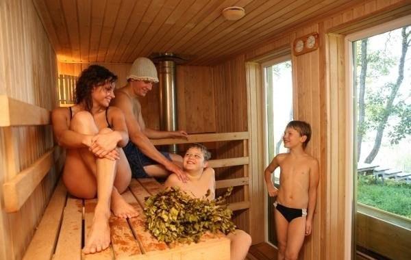 Семья в бане
