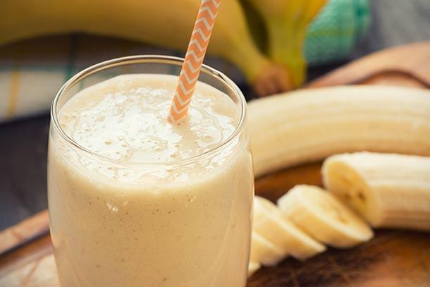 Смузи с бананом, апельсином и творогом