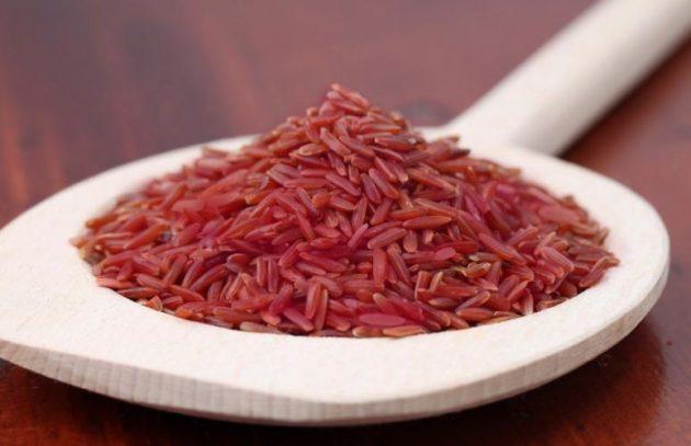 Красный рис «Рубин» в деревянной ложке