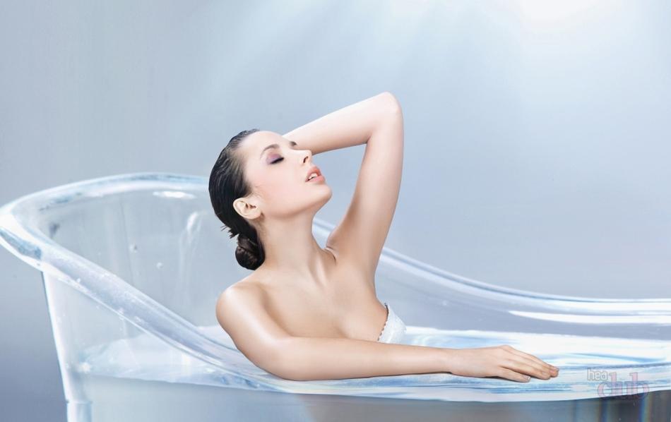 девушка снимает стресс в ванной интернете привел