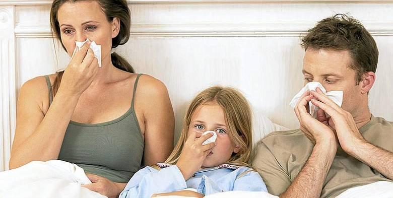 Семья с носовыми платками