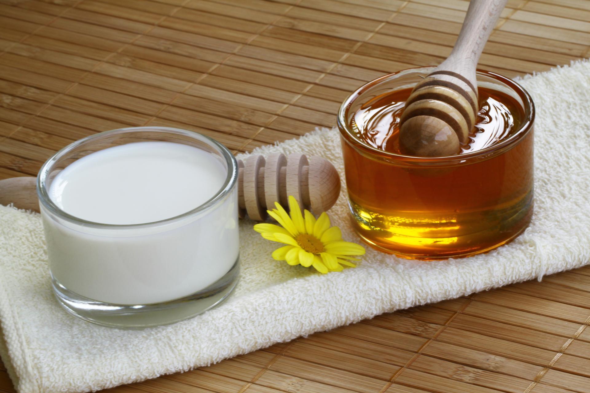 Молоко с медом для красоты