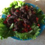 Салат с тёплой печенью под бальзамическим уксусом