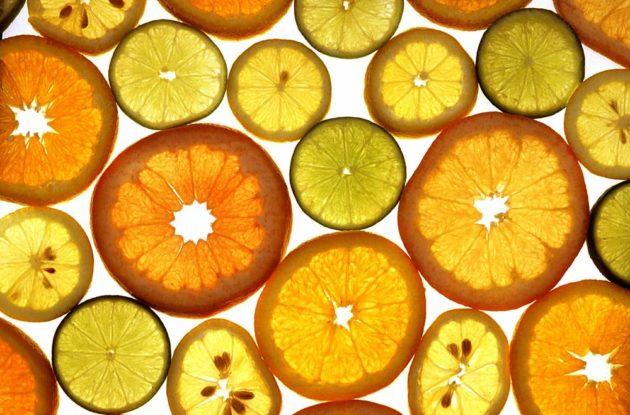 Лайм, лимон, апельсин и грейпфрут кружочками