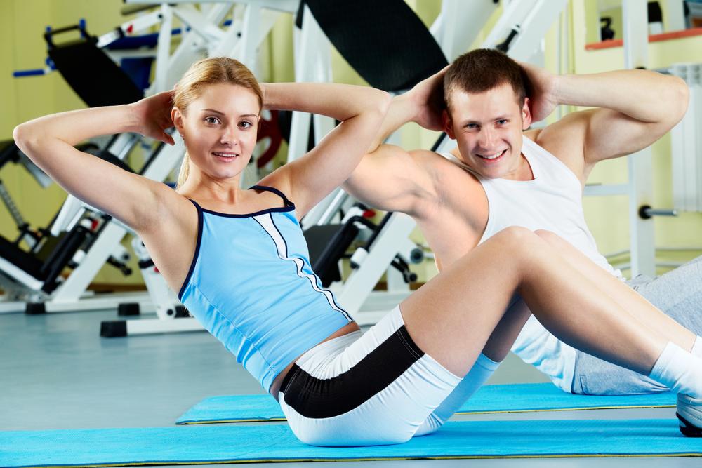 Спорт где девушка висит на парне фото 499-389