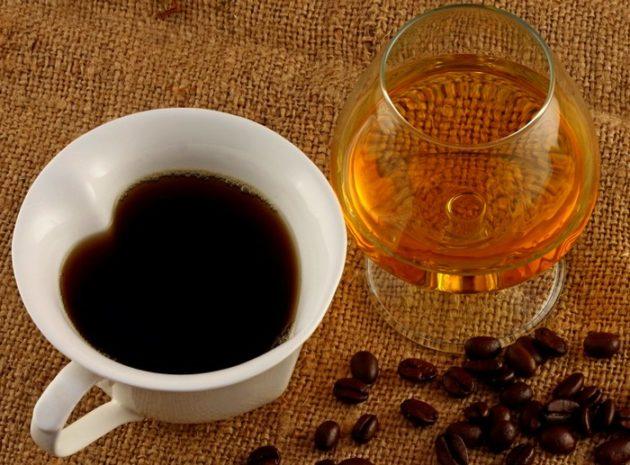 Что лучше повышает давление чай или кофе