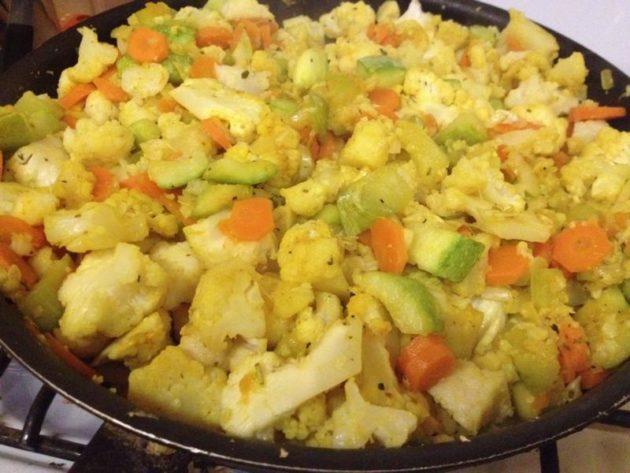 Рагу из кабачка, моркови и цветной капусты