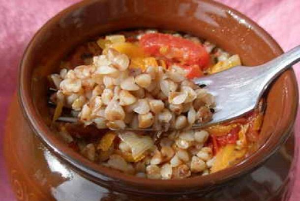 Гречневая каша с овощами в горшочке