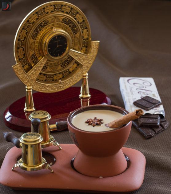Чай масала, часы и шоколад