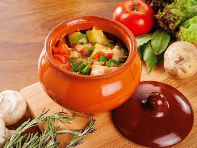 Овощи и блюдо в горшочке