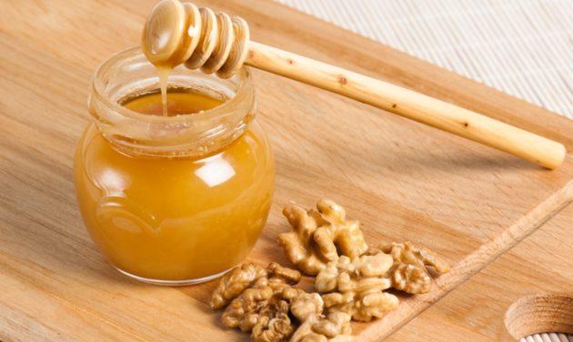 Мёд и ядра грецкого ореха