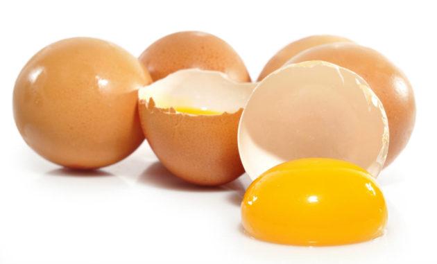Несколько сырых яиц