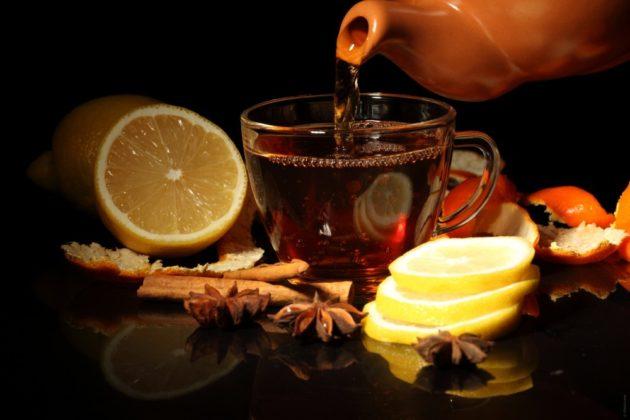 Чёрный чай с лимоном