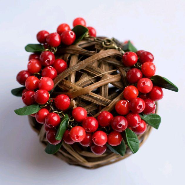 Веночек с брусничными ягодами